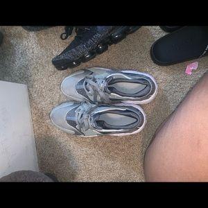 Huaraches men size 8 women size 10
